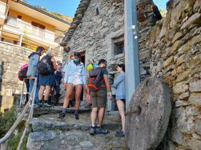 st- La parte esterna del mulino di Oira.